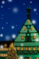雪降る仕掛時計のあるローデンブルグの町 ドイツ 00299010309| 写真素材・ストックフォト・画像・イラスト素材|アマナイメージズ