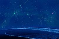 夏の浜辺と星座 00299010504A| 写真素材・ストックフォト・画像・イラスト素材|アマナイメージズ
