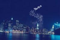 マンハッタンの街並みとサンタクロース 00299010528| 写真素材・ストックフォト・画像・イラスト素材|アマナイメージズ