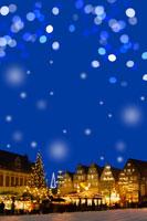 ドイツクリスマスマーケット広場とイルミネーション 00299010545B  写真素材・ストックフォト・画像・イラスト素材 アマナイメージズ