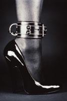 ボンデージファッションの女性の足 00311010039| 写真素材・ストックフォト・画像・イラスト素材|アマナイメージズ