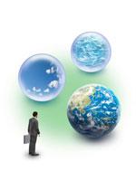 地球の環境に目を向けるビジネスマンフィギア