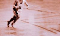 バスケットボール ドリブルするプレイヤー