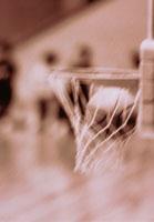バスケットボール ゴールに入ったボール