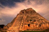 ウシュマル遺跡 魔法使いのピラミッド 00414010386| 写真素材・ストックフォト・画像・イラスト素材|アマナイメージズ