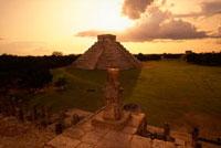 戦士の神殿から見たエル・カスティージョ 00414010390| 写真素材・ストックフォト・画像・イラスト素材|アマナイメージズ