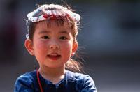 鉢巻の日本人の女の子