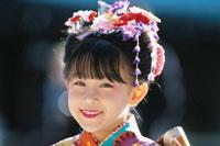 七五三の着物を着た日本人少女