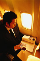 機内の日本人ビジネスマン