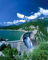 夏の黒部ダム・黒部湖  富山県
