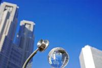 聴診器と地球儀と都庁