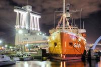 名古屋港 南極観測船ふじと名古屋港ポートビル