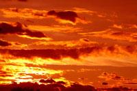 夕焼け雲 00556010222| 写真素材・ストックフォト・画像・イラスト素材|アマナイメージズ
