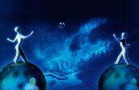 向かい合って球体に乗る人のクラフト 00684010057| 写真素材・ストックフォト・画像・イラスト素材|アマナイメージズ