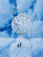 青空と球体と2体の人イメージ(青) CG 00684010086| 写真素材・ストックフォト・画像・イラスト素材|アマナイメージズ