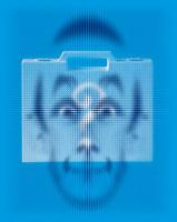 かばんと男性の顔とクエスチョンマーク CG 00684010299| 写真素材・ストックフォト・画像・イラスト素材|アマナイメージズ
