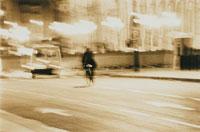 自転車に乗った外国人(セピア)