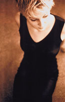 ワンピース姿の外国人女性(セピア) 00693010017| 写真素材・ストックフォト・画像・イラスト素材|アマナイメージズ
