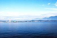 琵琶湖と対岸の街並み