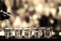 並んだショットグラス