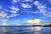 湖に映る入道雲