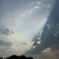 雲に隠れている太陽