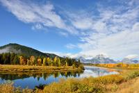 黄葉するスネークリバーとマウントモラン 00724012525  写真素材・ストックフォト・画像・イラスト素材 アマナイメージズ