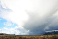晴れと雨の境目 00724012534  写真素材・ストックフォト・画像・イラスト素材 アマナイメージズ