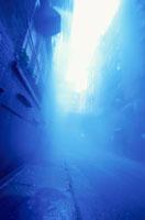 霧の中のロフト街の道路(青)  ニューヨーク