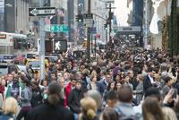 五番街ウィンターホリディーシーズンの群衆と混雑