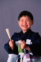 着物を着た七五三の日本人の男の子