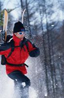 雪山の男性