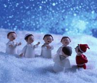 サンタクロースと天使の聖歌隊人形 フォトイラスト