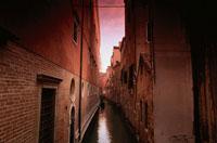 夕暮れの建物と水路 ベニス イタリア
