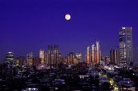 東京ビル群夕景と月の合成