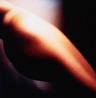 のけぞる女性の尻の横姿 00796010008| 写真素材・ストックフォト・画像・イラスト素材|アマナイメージズ