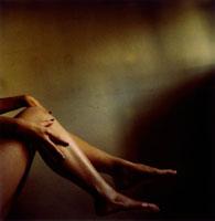 女性の足と手