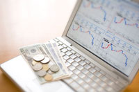 チャート画面と外国紙幣