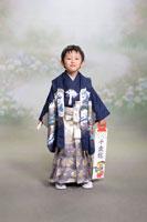 七五三の5歳の男の子 00798010321| 写真素材・ストックフォト・画像・イラスト素材|アマナイメージズ
