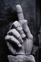 コンスタンチンの手の部分像 B/W ローマ イタリア