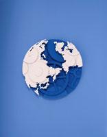 歯車でできている地球の半立体クラフト