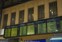 ヘルシンキ駅構内の電光掲示板