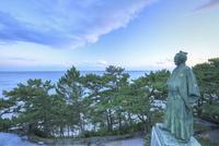 桂浜の夕暮れの坂本龍馬像