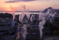 別府温泉の日の出と湯煙