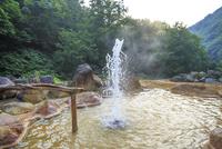 広河原温泉の間欠泉 01010026757| 写真素材・ストックフォト・画像・イラスト素材|アマナイメージズ