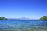 猪苗代湖と磐梯山 01010026841| 写真素材・ストックフォト・画像・イラスト素材|アマナイメージズ