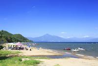 猪苗代湖と磐梯山 01010026842| 写真素材・ストックフォト・画像・イラスト素材|アマナイメージズ