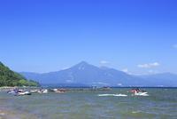 猪苗代湖と磐梯山 01010026843| 写真素材・ストックフォト・画像・イラスト素材|アマナイメージズ