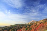 磐梯吾妻スカイラインから望む吾妻小富士と天狗の庭の紅葉 01010026868| 写真素材・ストックフォト・画像・イラスト素材|アマナイメージズ