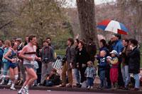 マラソン見物の人々   イギリス